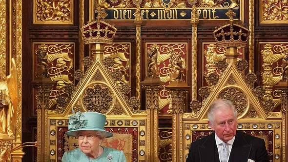 Queen Elizabeth und Prinz Charles - Foto: imago