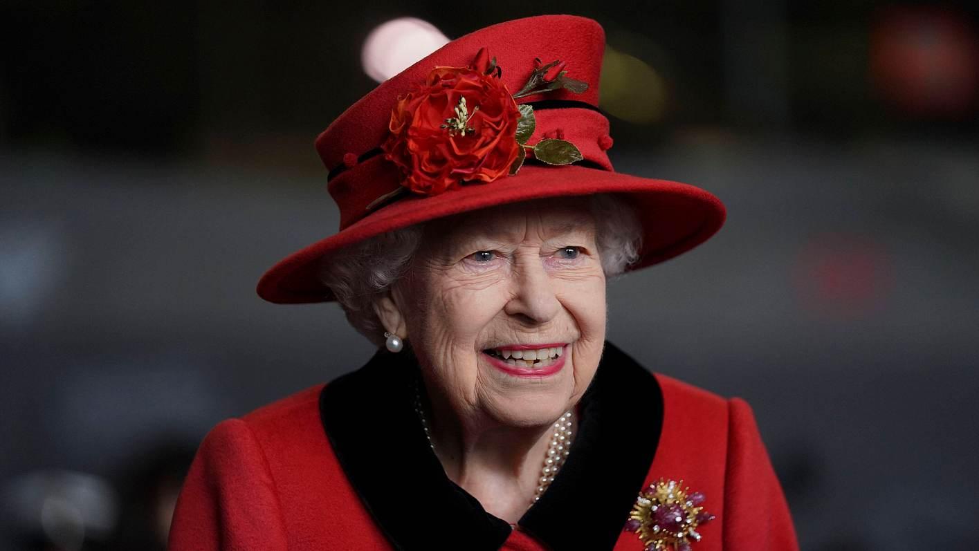 Queen Elizabeth lächelt heute wieder