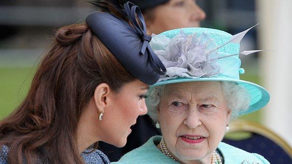 Queen Elizabeth und Herzogin Kate - Foto: Chris Jackson/Getty Images