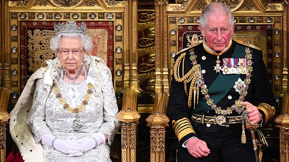 Queen Elizabeth und Prinz Charles - Foto: Paul Edwards - WPA Pool/Getty Images