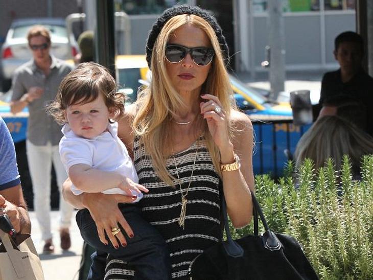 Mein erster Muttertag: Stars im Mama-GlückFür Rachel Zoe (40) ist ihr kleiner Sohn Skyler vor allem ein Fashion-Accessoire. Dafür sollte sie dem süßen Fratz zum Muttertag ganz besonders verwöhnen.