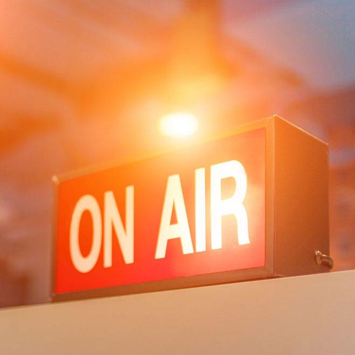 Mann sticht Radio-Moderatorin nieder!