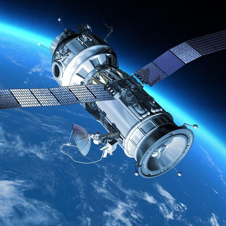 Raumstation rast auf die Erde zu