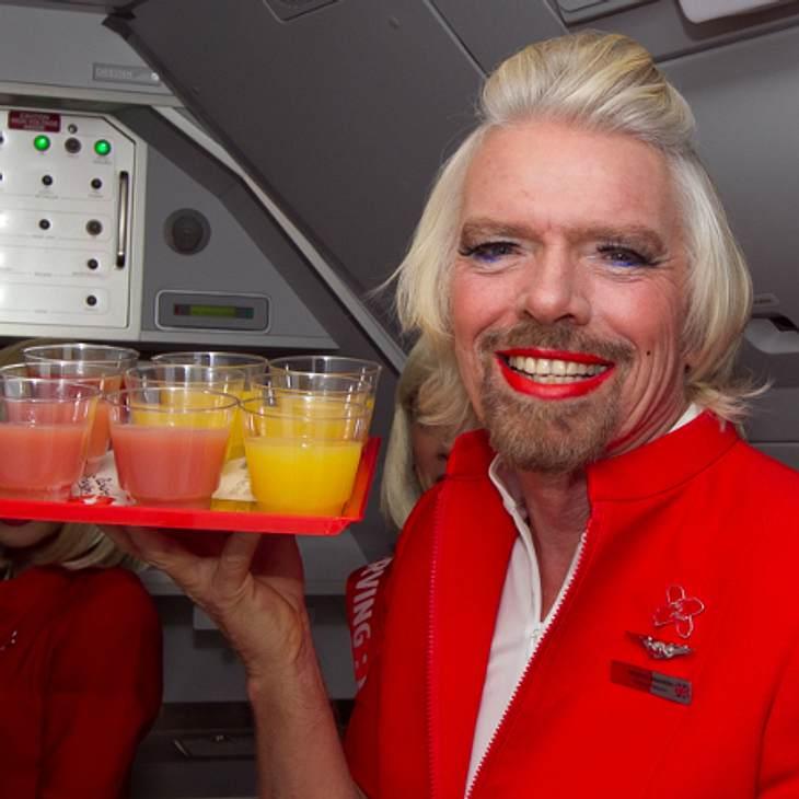 Richard Branson als Flugbegleiterin