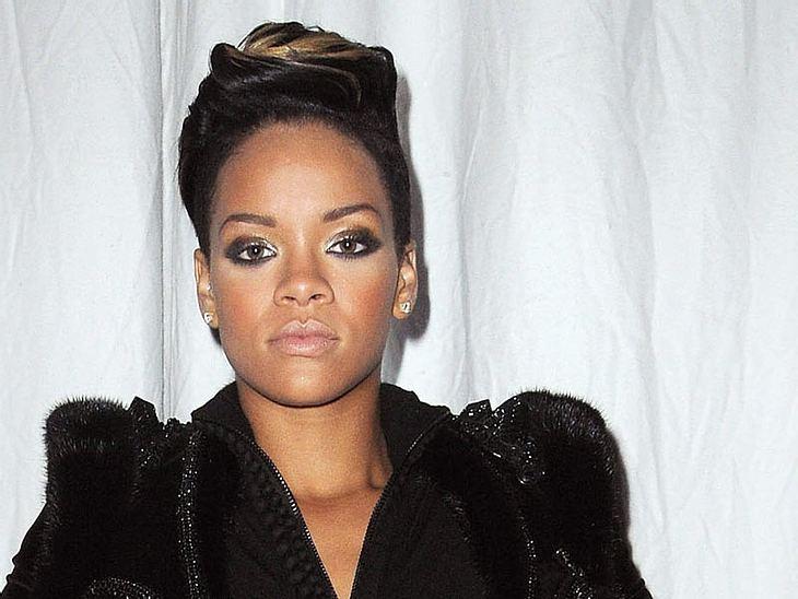 Jay-Z denkt, dass Rihanna der Erfolg zu Kopf gestiegen ist. Denn statt Musik zu machen, macht die nur noch Party...