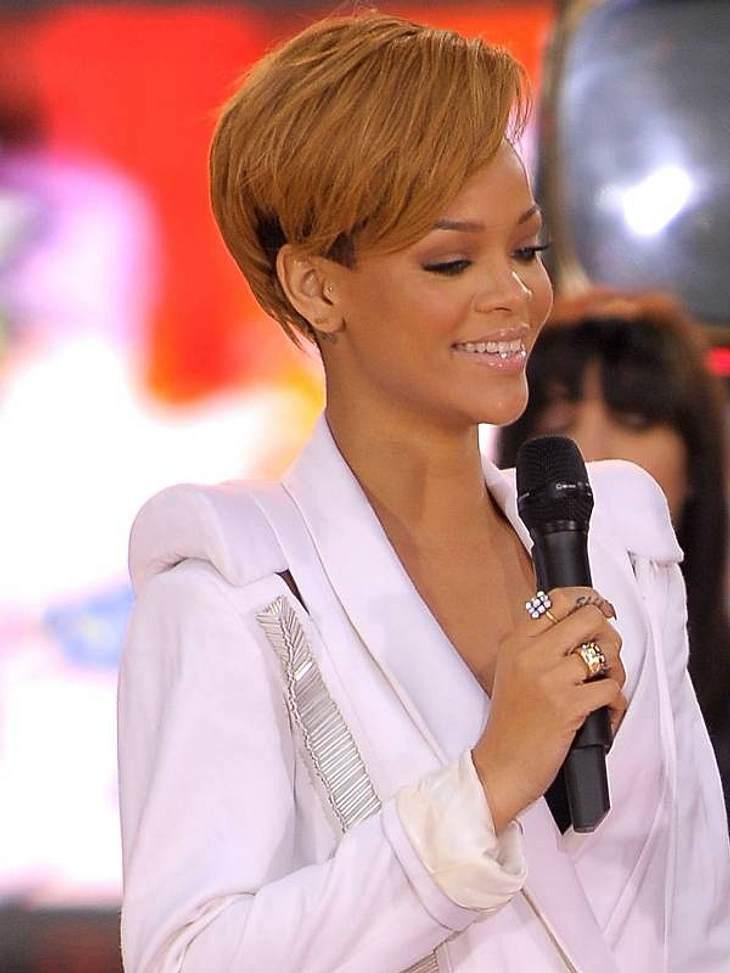 Rihanna: Das Frisuren-Chamäleon2009 ließ Rihanna ihr Deckhaar blondieren - ihr bisher schwächster Look.
