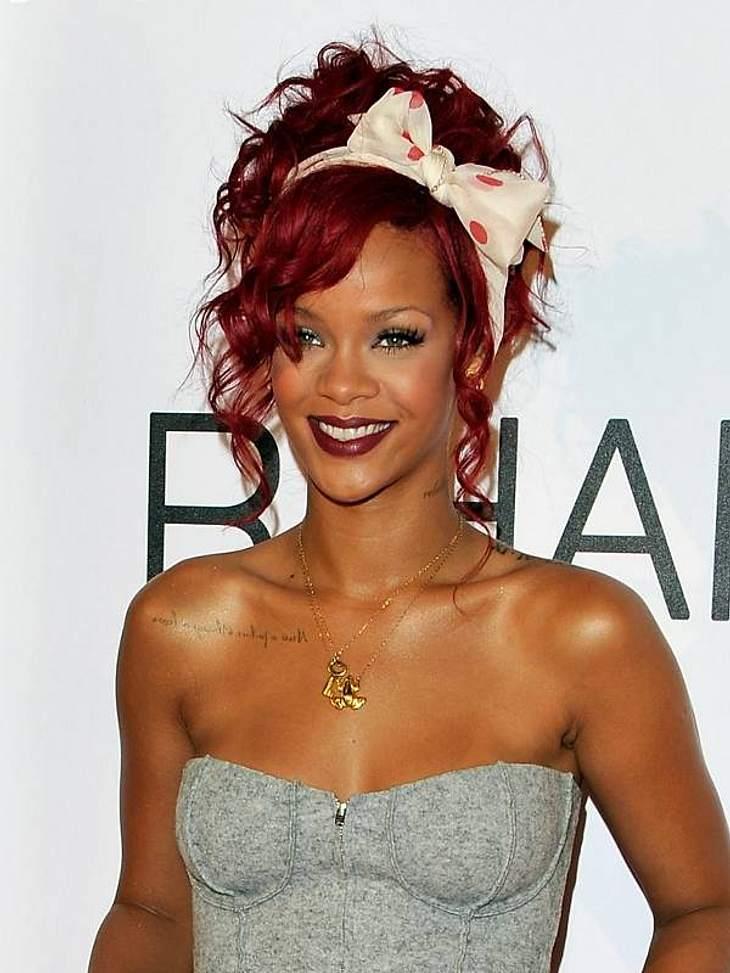 Rihanna: Das Frisuren-ChamäleonSeit Ende letzten Jahres trägt Rihanna Rot. Hier lockig ...