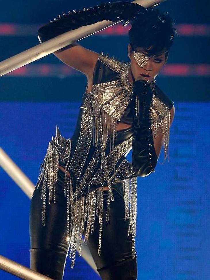 Ein dicker Hintern ist gesund! Diese Stars fühlen sich auch mit Rundungen pudelwohl!Rihanna hat zwar ein schönes schlankes Gesicht und dünnen Oberkörper, doch ihre Beine und ihr Hintern sind ganz schön kräftig. Trotzdem: die Kostüme sitzen