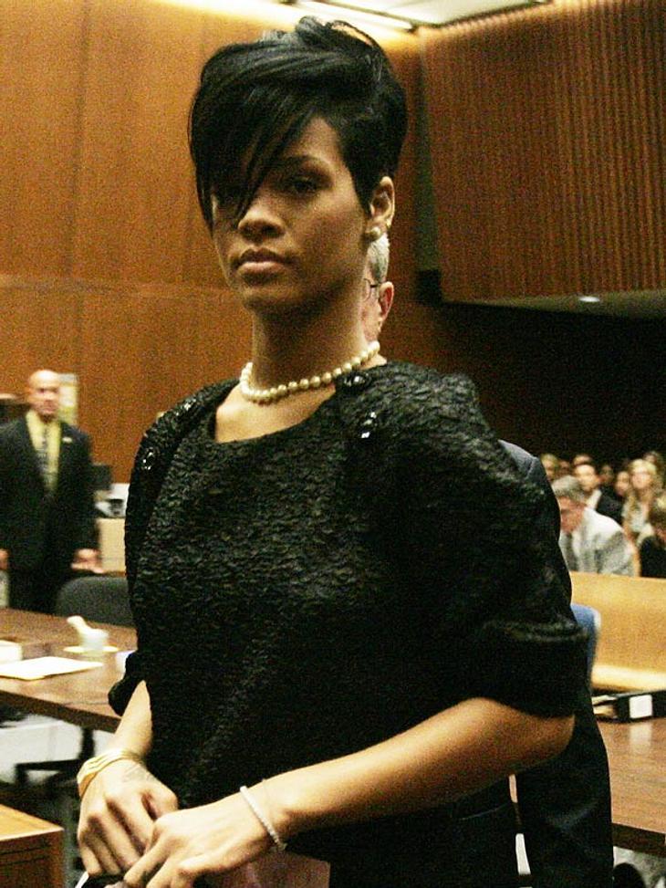 Rücksichtslose Raserin: Rihanna düst mit ihrem Auto immer über das Grundstück ihrer Nachbarn.
