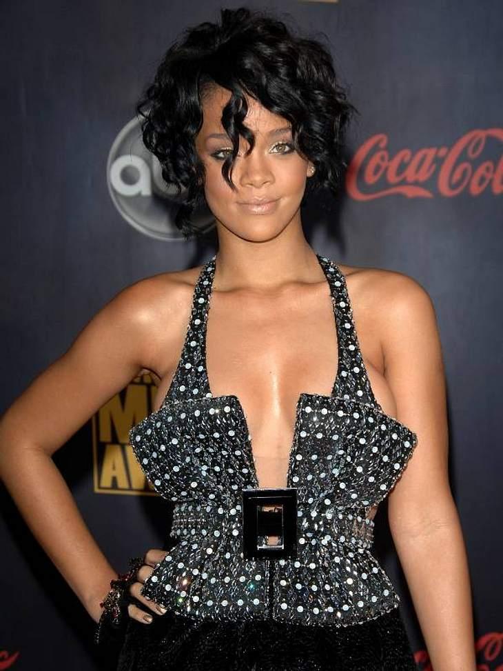 F**k you! - So fluchen die StarsDie Schimpfwörter aufzulisten, die Rihanna (24) regelmäßig benutzt, würde wohl den Rahmen sprengen. Sagen wir einfach, dass sich die 24-Jährige nirgends zurückhält: Weder in Interviews, in ihren Songs oder au