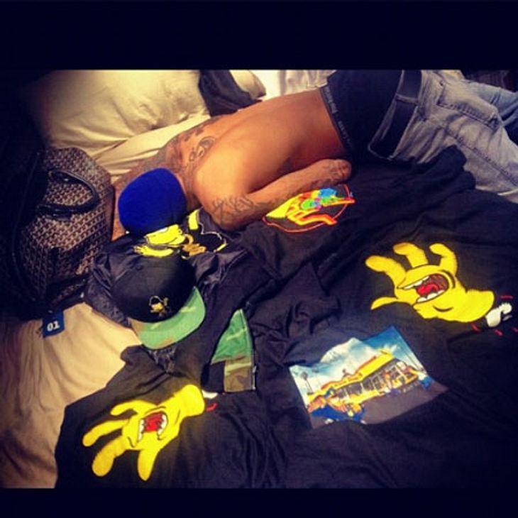 Rihanna knipste Chris Brown im Bett.