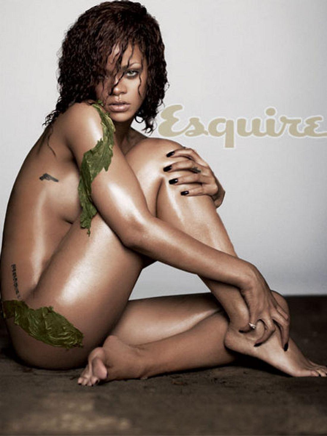 """Sex sells: Diese Stars ziehen für die Karriere blankFakt ist nämlich: Auch andere extrem erfolgreiche Sängerinnen ließen sich kürzlich hüllenlos ablichten. Rihanna (24) beispielsweise war im Juni nackt auf dem Titel des """"Esquire"""""""