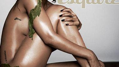 """Sex sells: Diese Stars ziehen für die Karriere blankFakt ist nämlich: Auch andere extrem erfolgreiche Sängerinnen ließen sich kürzlich hüllenlos ablichten. Rihanna (24) beispielsweise war im Juni nackt auf dem Titel des """"Esquire""""  - Foto: Esquire / Russell James"""