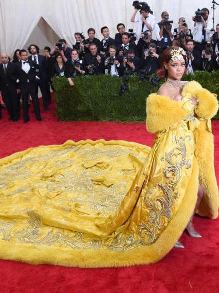 Das Kleid von Rihanna bietet viel Platz für Spott.