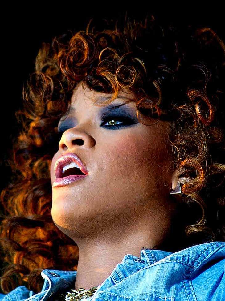 Kleine Schönheitsfehler: Die Narben der StarsDie Narbe an Rihannas Kinn, die sie immer gut überschminkt, soll eine böse Erinnerung an ihren hangreiflichen Ex Chris Brown sein.