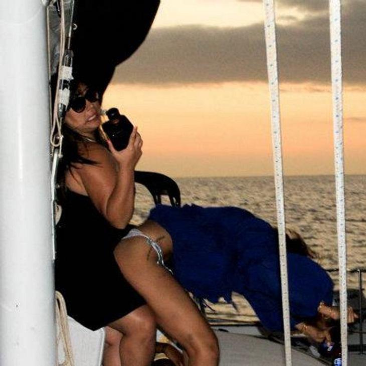Rihanna: Ihre peinliche Sex-ShowRihannas Lieblingsbeschäftigung: Sexpositionen nachstellen. Da ist sie selbst schon mal die jenige, die sich bückt...