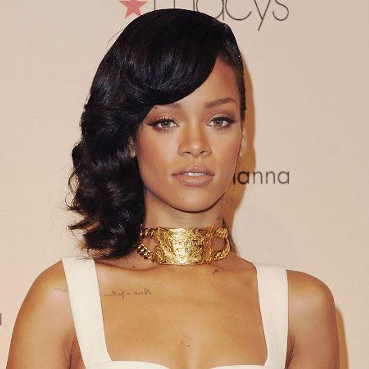 Sideswep - der Frisuren-Trend der StarsEgal für welche Länge - von Bob bis überlang - der Scheitel ist schnell gezogen. Auch Rihanna hat der Sideswep gepackt.