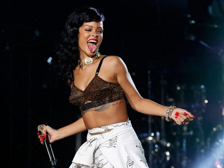 """Die Star-Allüren der PromisRihanna machte sich vor allem bei ihrer """"777""""-Tour mächtig unbeliebt mit ihren Diva-Allüren. In Stockholm und Berlin tauchte sie, weil sie sich noch massieren lassen musste und vorglühen wollte, ganze zw"""