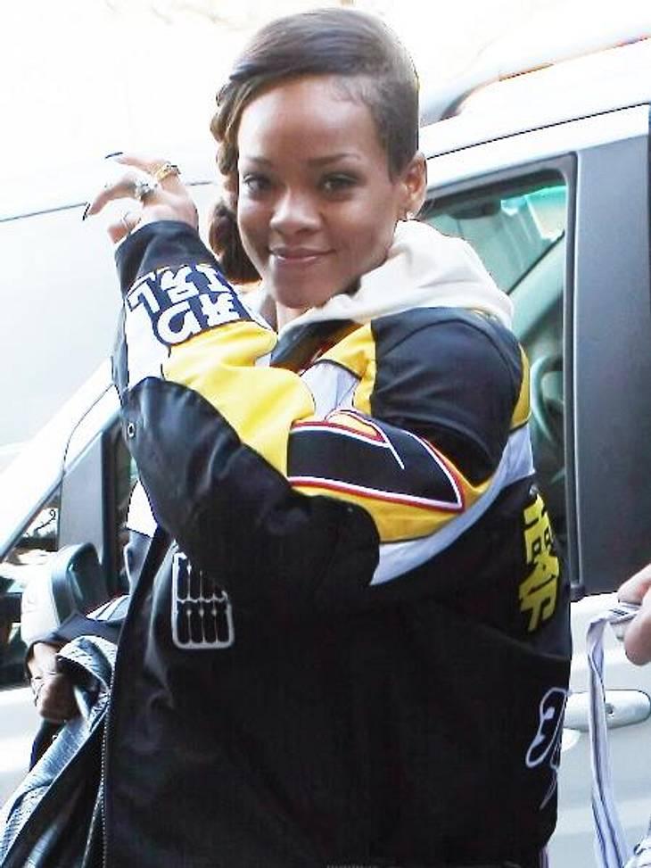 Stars ungeschminkt: RihannaNormalerweise greift die Sängerin gerne ganz tief in den Farbeimer. Ohne Make-up sieht die 24-Jährige aber mindestens genauso gut aus.
