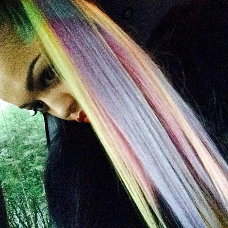 Rita Ora hat jetzt Regenbogen-Haare