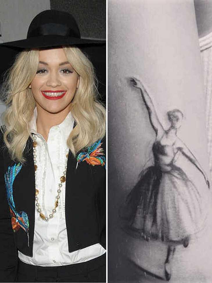 Rita Ora hat sich tätowieren lassen.