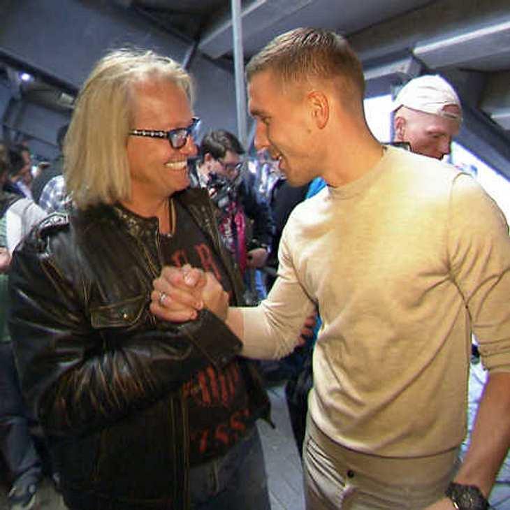 Sportlich, Sportlich: Robert Geiss spielt mit Profi-Fußballer Lukas Podolski