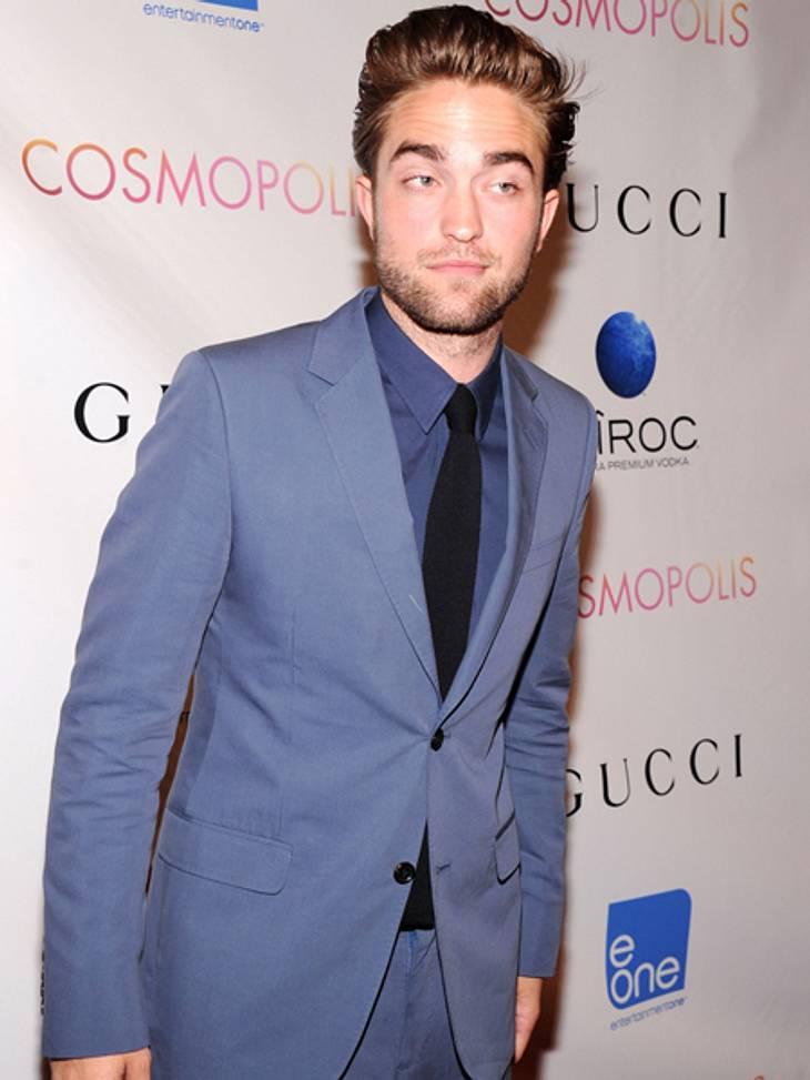 """Smart, Sexy, Souverän - Robert Pattinson auf der """"Cosmopolis""""-PremiereWie bitte? Robert Pattinson meisterte seinen ersten öffentlichen Auftritt nach dem Affären-Skandal mit einer großen Portion Humor."""