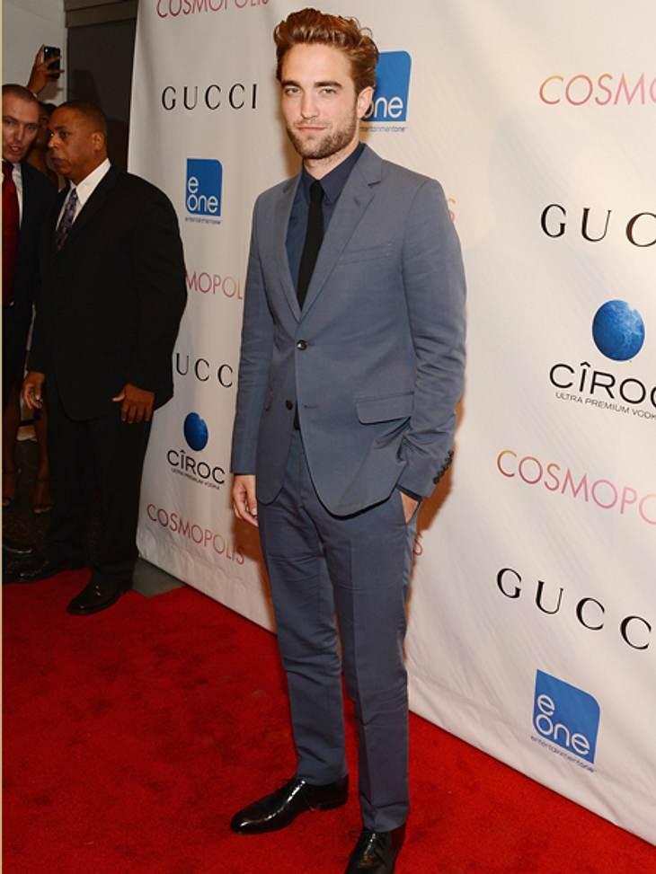 """Smart, sexy, souverän - Robert Pattinson auf der """"Cosmopolis""""-PremiereAlle Augen waren auf ihn gerichtet und Robert Pattinson legte einen souveränen Auftritt hin."""