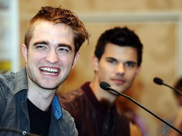 Wie sieht der denn aus: Robert Pattinson war beim Friseur. Eine Kopfseite hat er sich rasieren lassen. Sieht irgendwie seltsam aus und wir hoffen, diese Frisur ist nur für einen neuen Film.