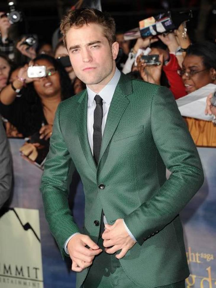 """""""Breaking Dawn """": Weltpremiere mit Kristen Stewart & Robert PattinsonDer britische Schauspieler wirkte locker, gelöst und entspannt auf dem roten Teppich und nahm sich jede Menge Zeit, um die Autogrammwünsche der Fans zu erfül"""