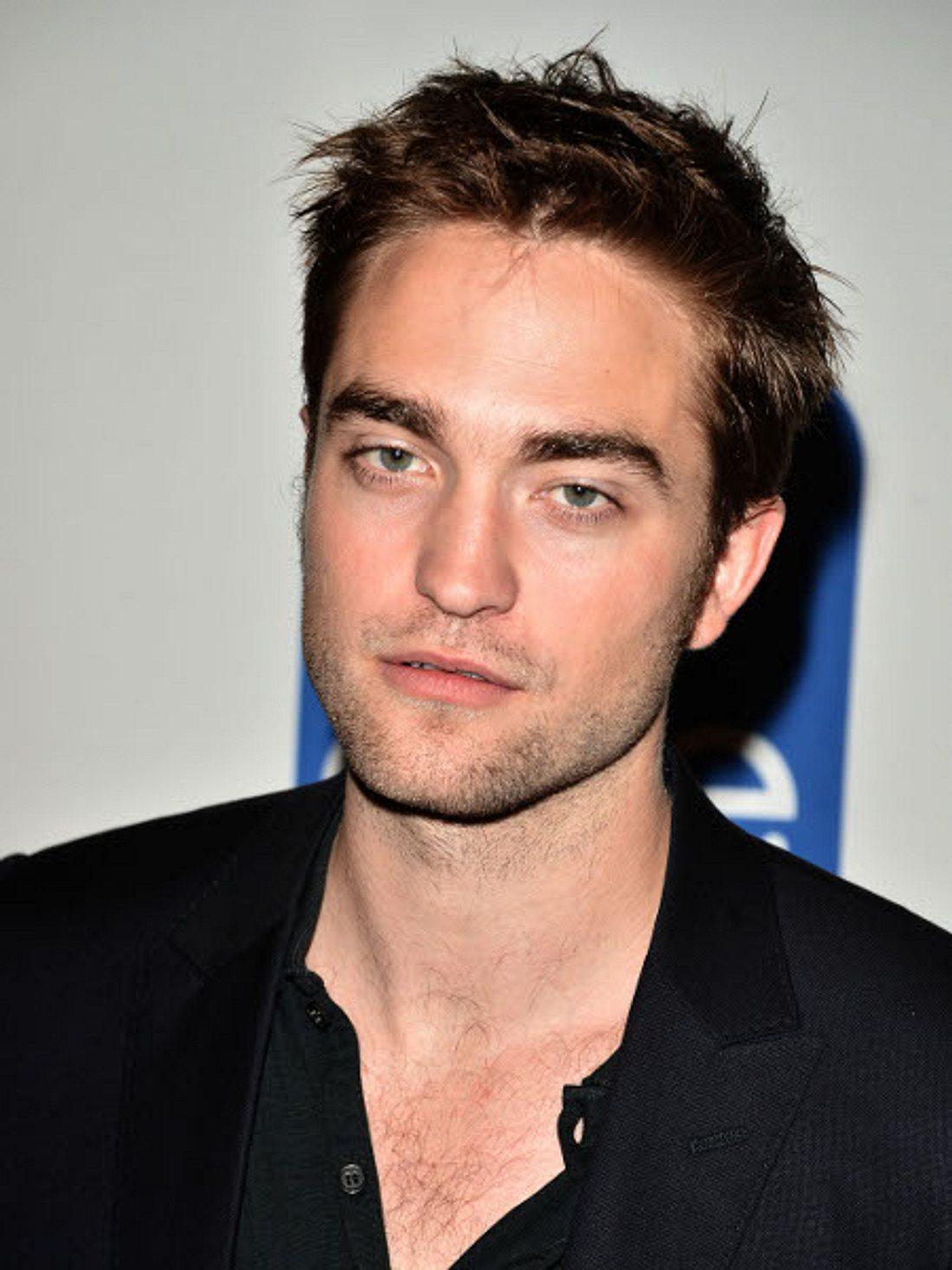 """Die missglückten Frisuren der StarsMillionen Mädchen lieben Robert Pattinson (26) für seine Wuschelfrisur. Wenn sich der """"Twilight""""-Star versonnen mit der Hand durch dir Haare fährt, kreischen die Fans wie auf Knopfdruck..."""