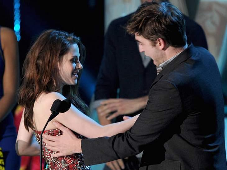 Robert Pattinson & Kristen Stewart... und weiter geht es. Spätestens da war jedem klar, das zwischen den beiden etwas geht.