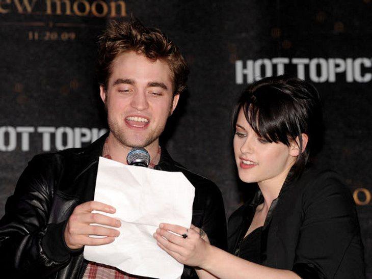 """Robert Pattinson & Kristen StewartRobert und Kristen auf der Promotour zu """"New Moon"""". Hier versuchen sie sich als Moderatoren, freisprechen - Fehlanzeige."""