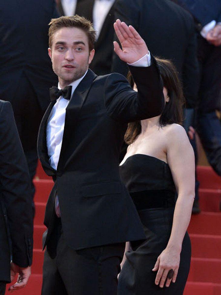 """Die Psycho-Krisen der StarsSeit Robert Pattinson (26) als sexy Blutsauger in """"Twilight"""" quasi über Nacht zum Superstar avancierte, geht es mit dem Schauspieler psychisch bergab. Robert Pattinson soll manisch-depressiv sein. Nach e"""