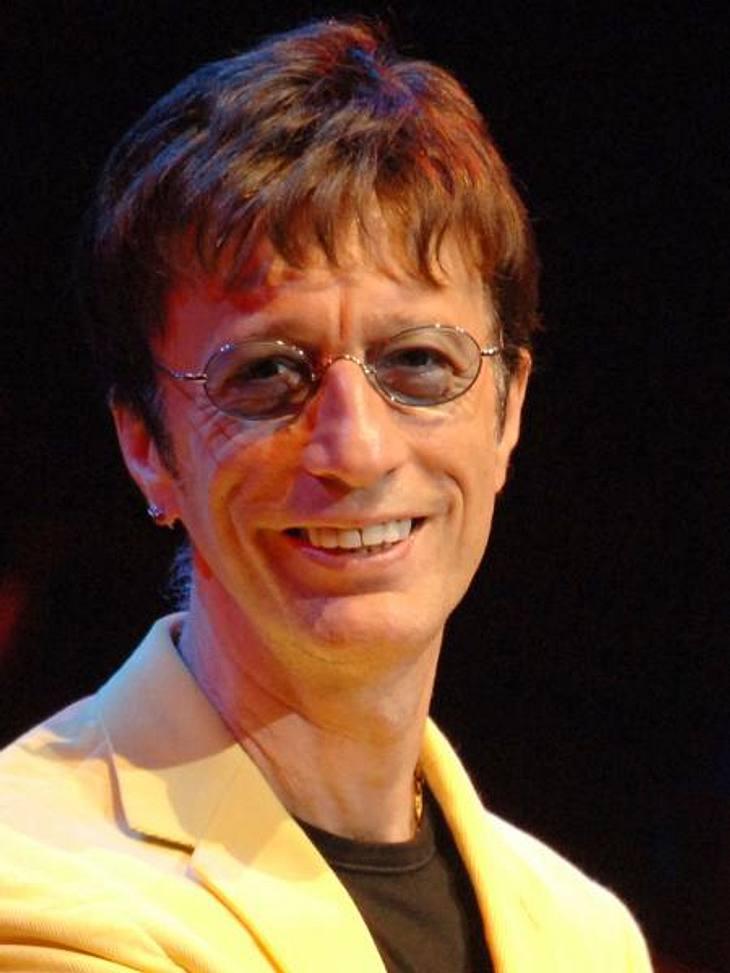 """Die Todesfälle 2012Am 20. Mai verlor Robin Gibb (†62) den Kampf gegen den Krebs. Der """"Bee Gees""""-Star galt noch Anfang des Jahres als geheilt, doch dann brach die Krankheit erneut aus. Der Musiker hinterlässt drei Kinder und eine E"""