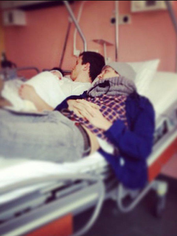 Rocco Stark kuschelt mit seiner Tochter Amelia