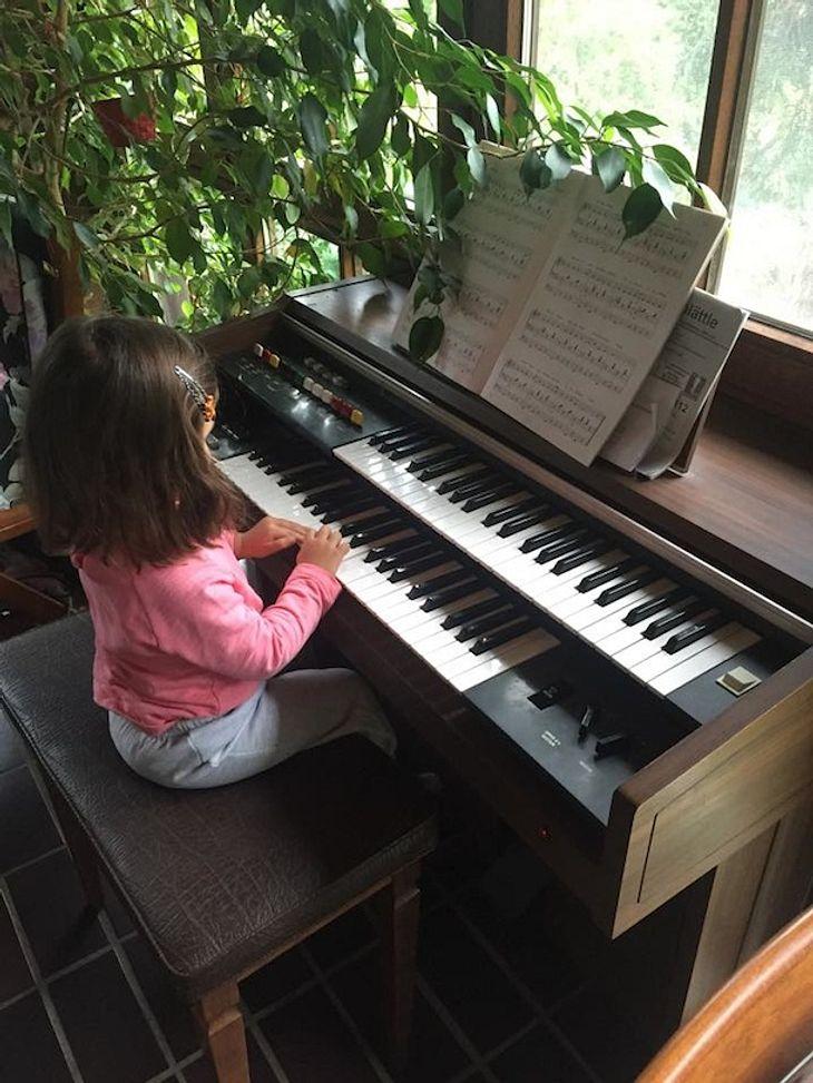 Monica Ivancan: Süßes Klimper-Foto von Töchterchen Rosa
