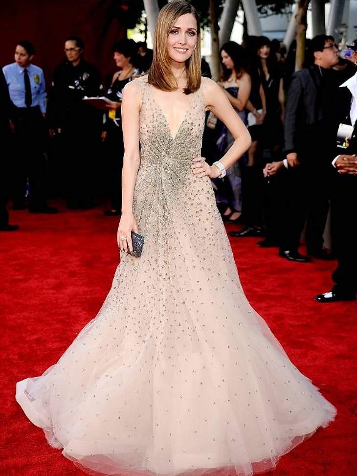 """Die Luxus-Ballkleider der StarsRose Byrnes (""""Männertrip"""") Kleid besticht durch viel Glitzer und noch mehr Tüll."""