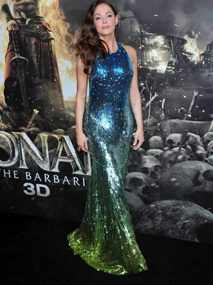 Star-Style: Die größten Fashion-Fiaskos im AugustGlitzer-Graus Rose McGowan sieht tatsächlich aus wie eine Meerjungfrau. Problem: Sie war nicht zu einer Kostümparty eingeladen!