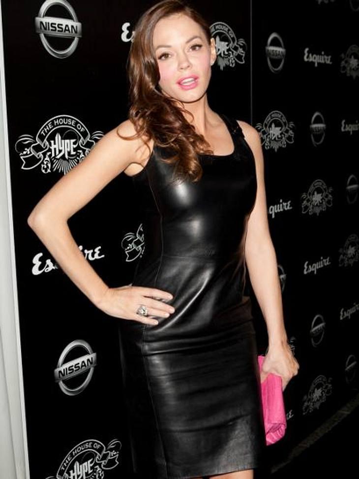 Latex, Leder, Lack: Die Stars stehen auf den Fetisch-LookSchwarz, glänzend, hauteng: Schauspielerin Rose McGowan (39) zeigt sich von ihrer sinnlichsten Seite - und die laszive Pose sitzt auch.