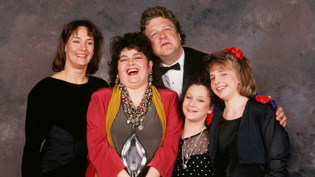 Alicia Goranson als Becky Conner mit ihrer Filmfamilie in Roseanne