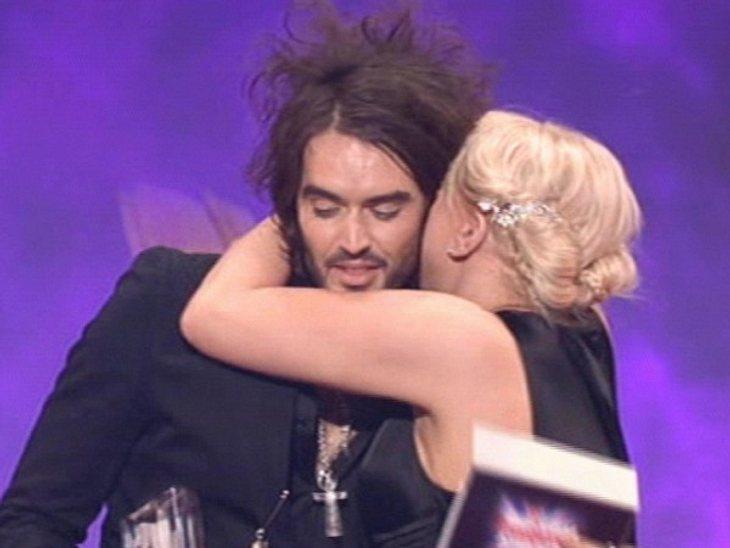 VIP-Kuscheln: Diese Stars haben sich liebSind sie nicht süß, wie sie sich umarmen und herzen? Egal ob am Filmset nach getaner Arbeit, bei Award-Verleihungen aus großer Freude oder einfach weil's mal nett ist - Stars finden immer einen Grund