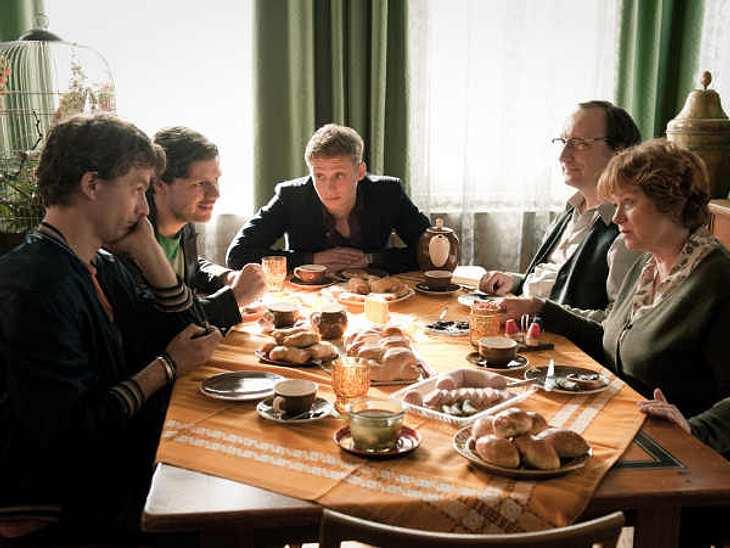 Russendisko: Exklusive SzenenbilderDie Auswanderung nach Deutschland bringt für die drei Russen auch einige Annehmlichkeiten.