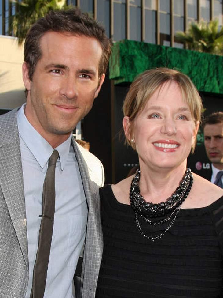 Stars & ihre MütterTammy, die Mama von Ryan Reynolds (35) ist mächtig stolz auf ihren Buben. Der scheffelt immerhin Millionen. Früher hielt sie die Familie mit dem Geld über Wasser, was sie als Verkäuferin verdiente.