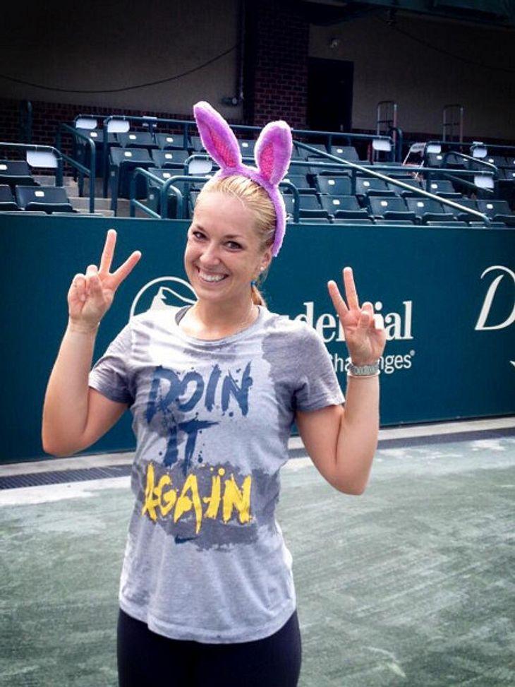 Sie sendet ihren Fans Ostergrüße via Facebook.