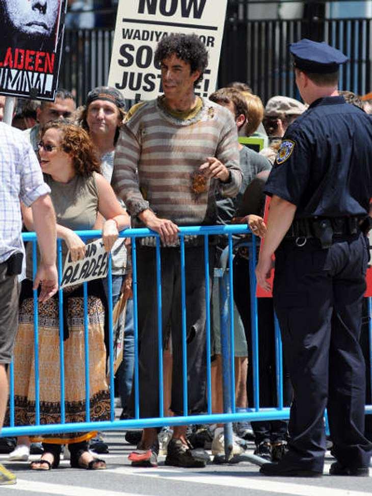 """Stars am SetSacha Baron Cohen am Set seines neusten Streifens """"Der Diktator"""", wo auch Megan Fox mitspielt."""