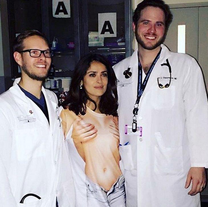 Salma Hayek: Mit peinlichem Nackt-Shirt in die Notaufnahme