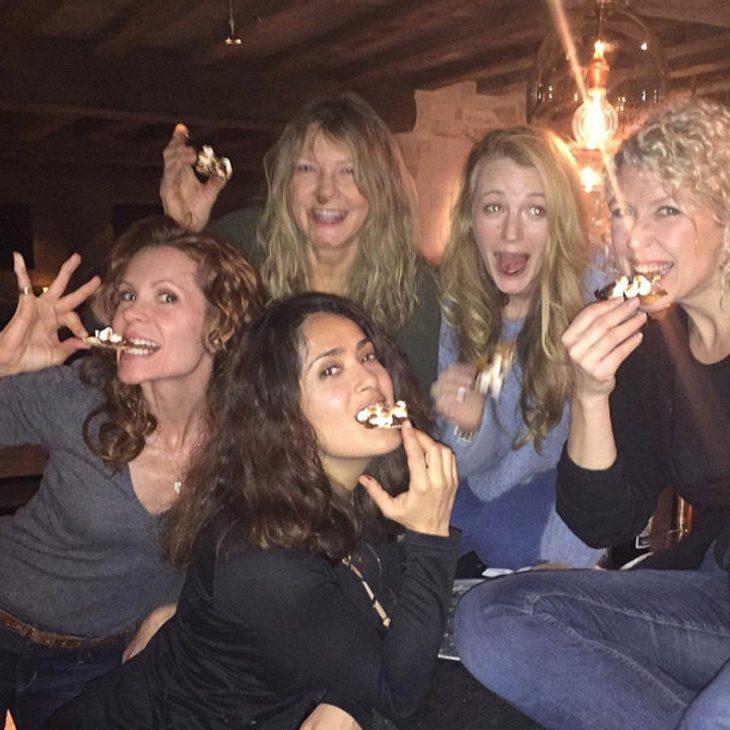 Salma Hayek und ihre Freundinnen amüsieren sich köstlich