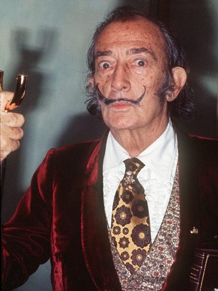 """Die Star-Allüren der PromisAber kaum einer ist wohl so """"bekloppt"""" wie der Künstler Salvador Dali es war. Der bestellte sich bei längeren Aufenthalten in Paris eine ganze Schafherde auf sein Hotelzimmer. Nicht zum Kuscheln oder Sch"""