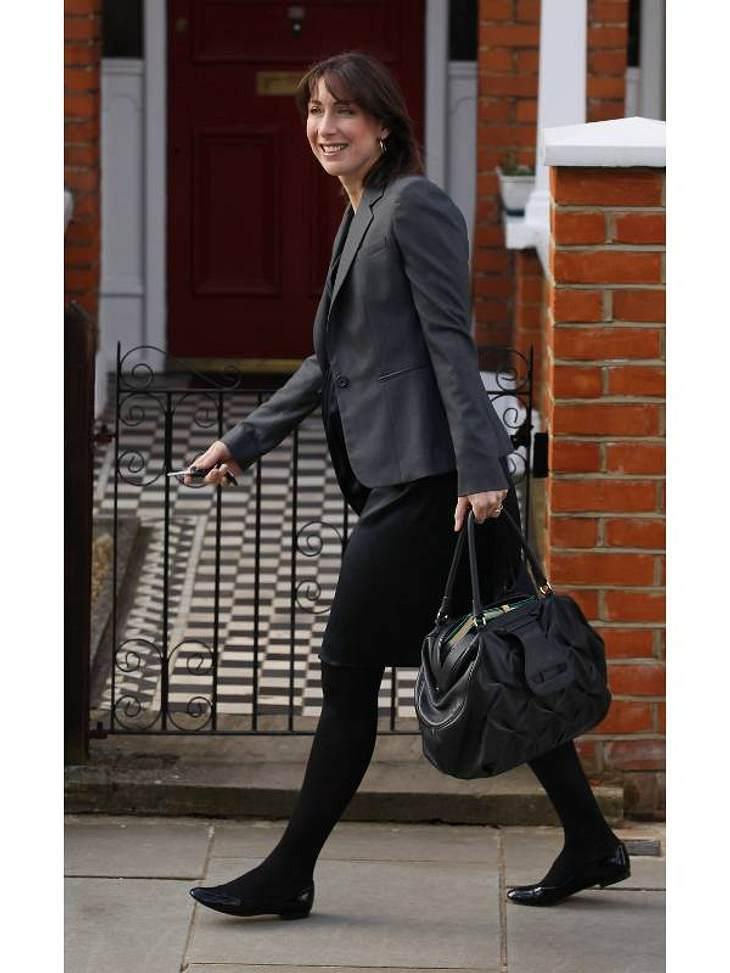 Die modebewusste Gattin des englischen Premier-Ministers James Cameron, Samantha Cameron beweist nicht nur zu öffentlichen Anlässen modisches Geschick. Als Belohnung gibt es den 10. Platz bei dem britischen Topmagazin.